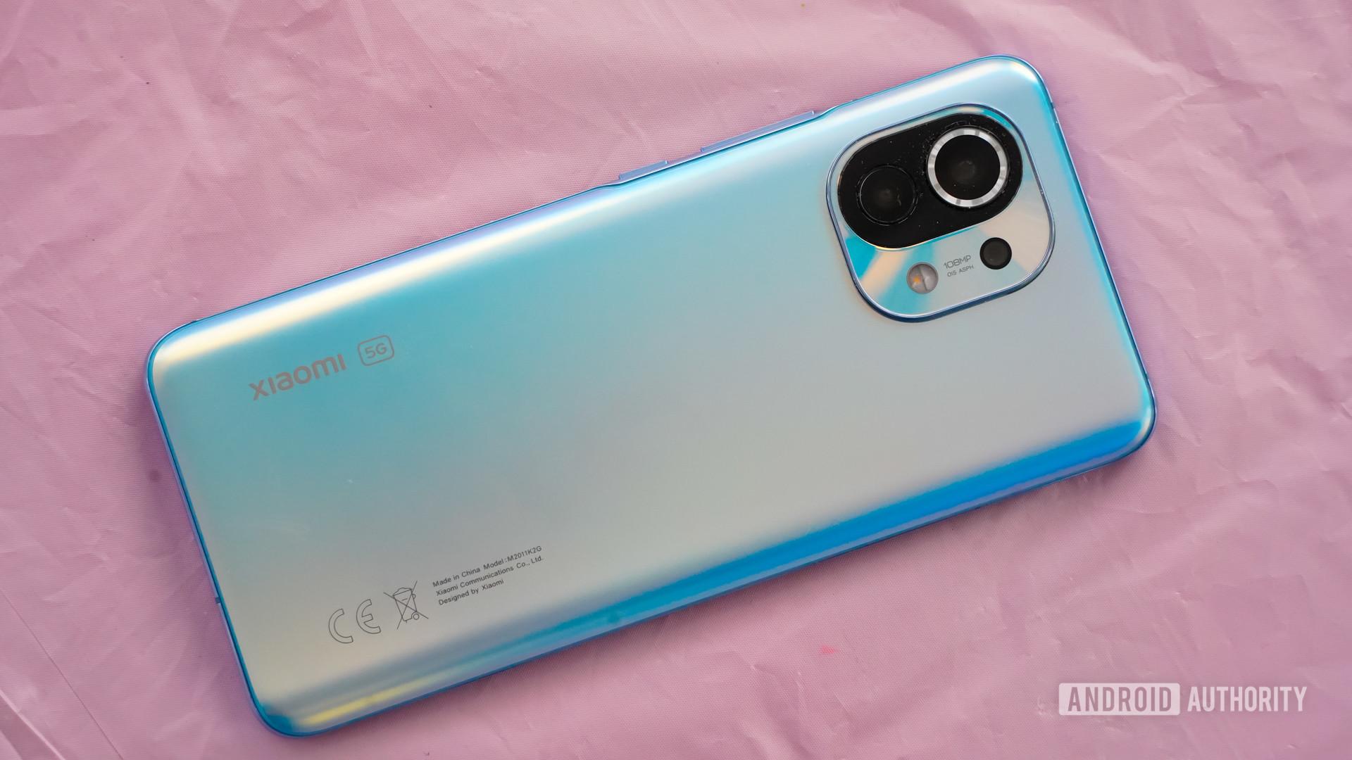 Xiaomi Mi 11 blue and pink hues