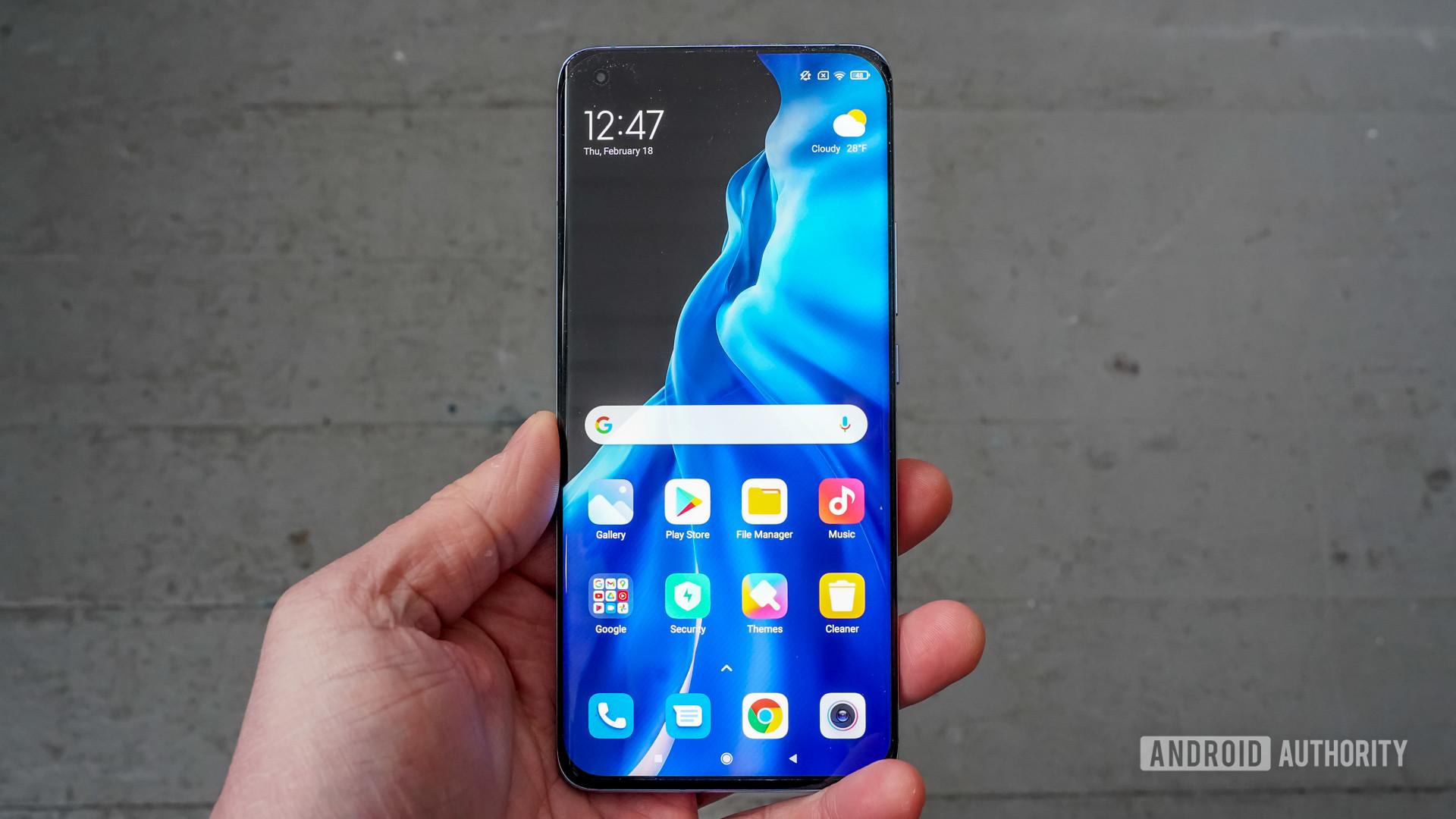 Xiaomi Mi 11 front against floor