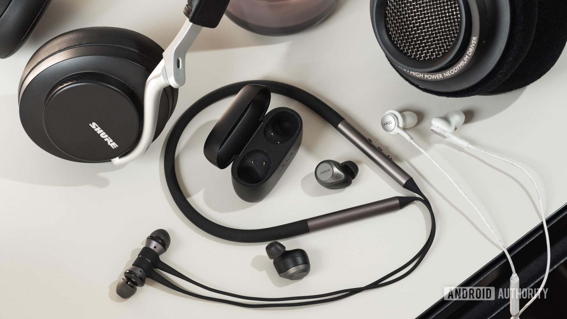 headphone buying guide over ear open back bluetooth true wireless earbuds 3