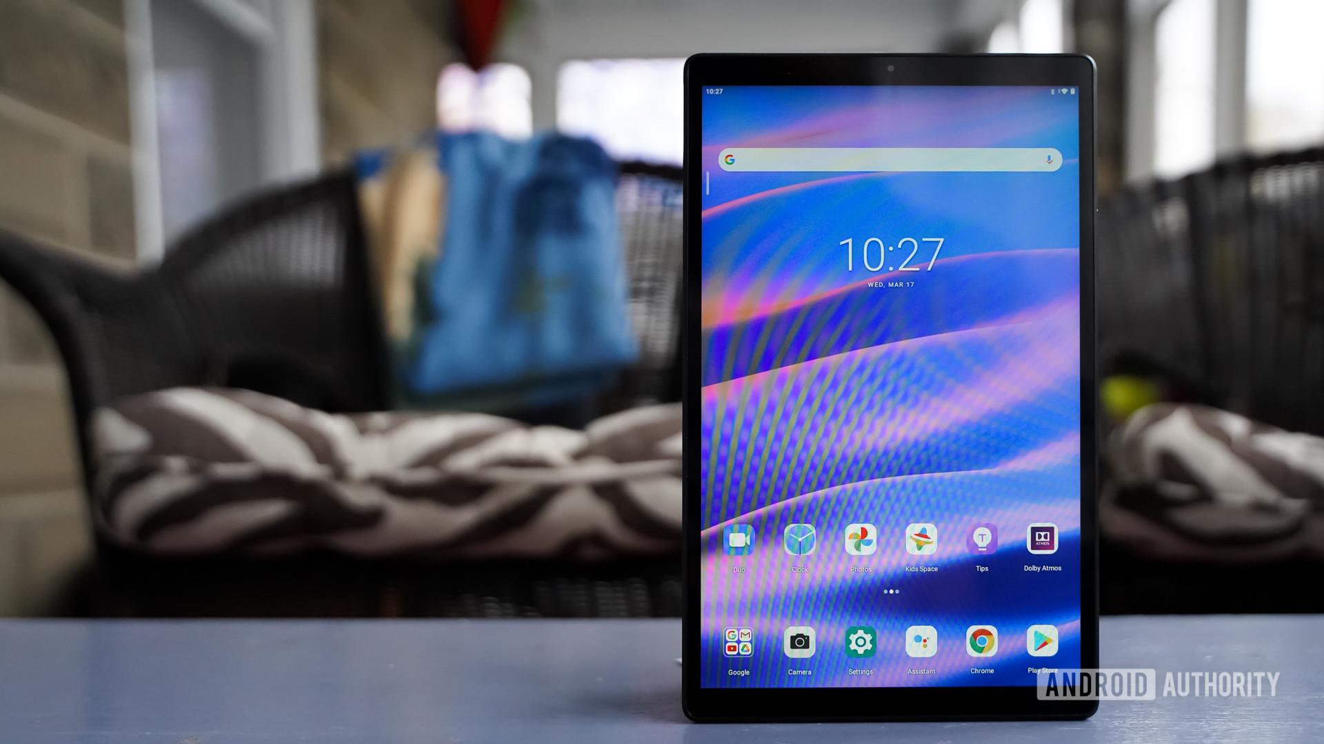 Lenovo Smart Tab M10 HD upright display