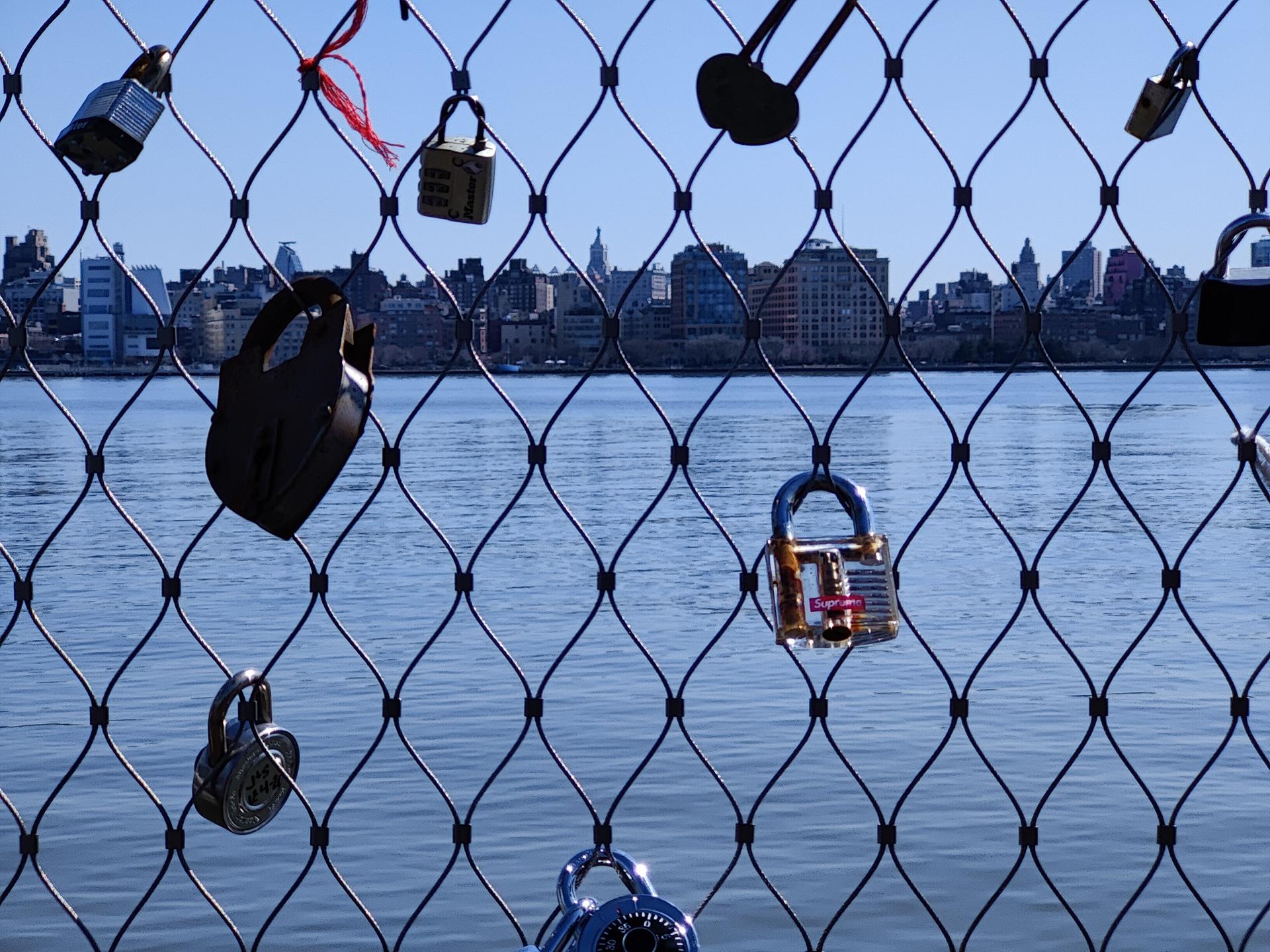 OnePlus 9 Pro photo sample locks closeup