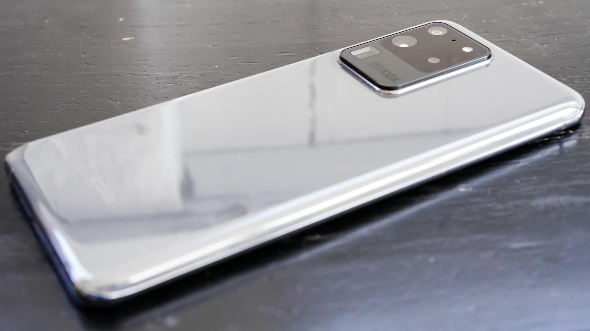 Samsung Galaxy S20 Ultra angled profile