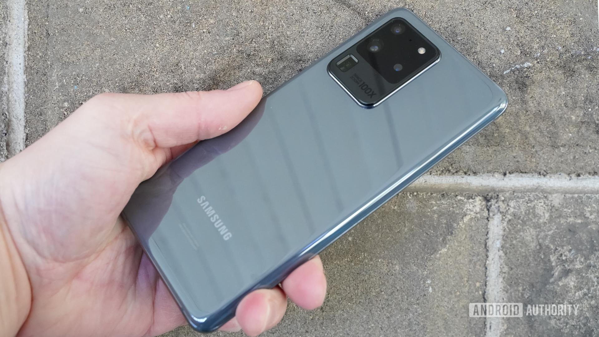 Samsung Galaxy S20 Ultra rear profile