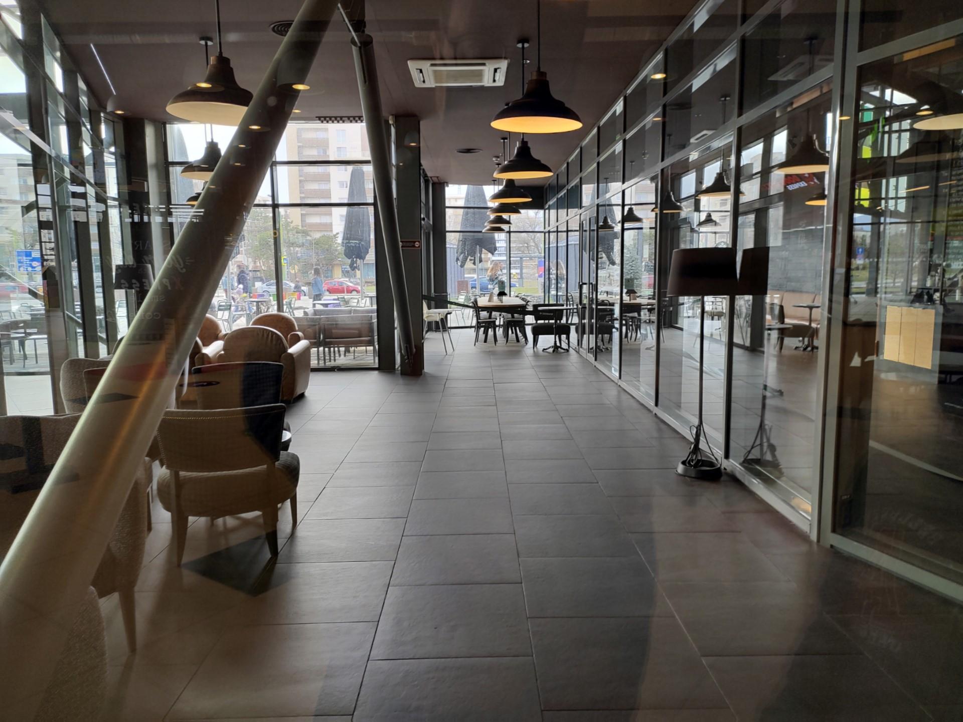 Red Magic 6 camera sample empty shopping mall
