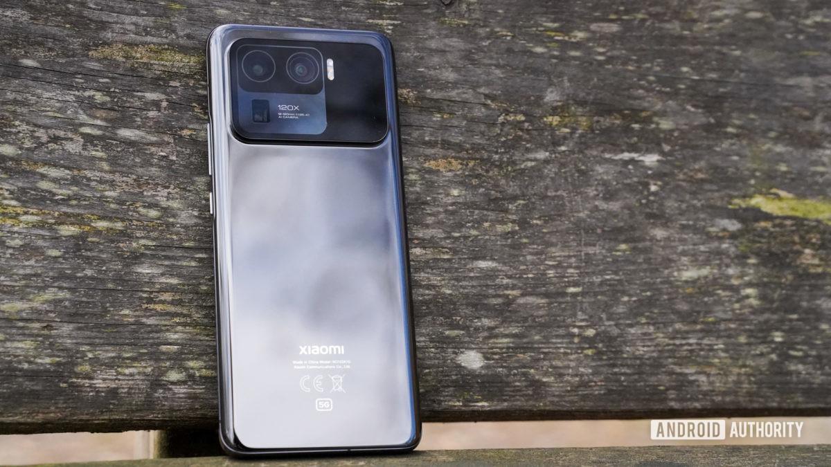 Xiaomi Mi 11 Ultra phone with wireless charging