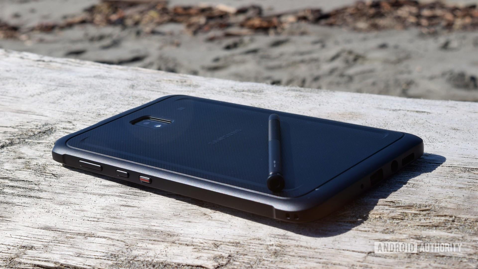 Samsung Galaxy Tab Active 3 wood log