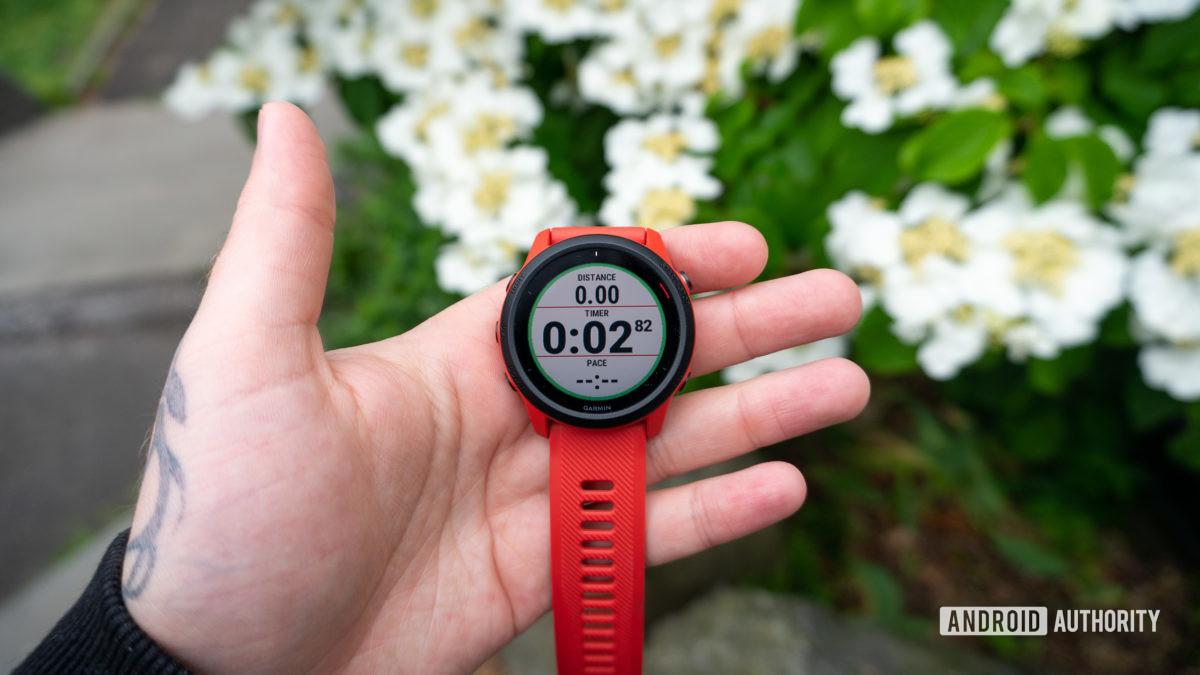 Rythme du chronomètre de distance de course Garmin Forerunner 745