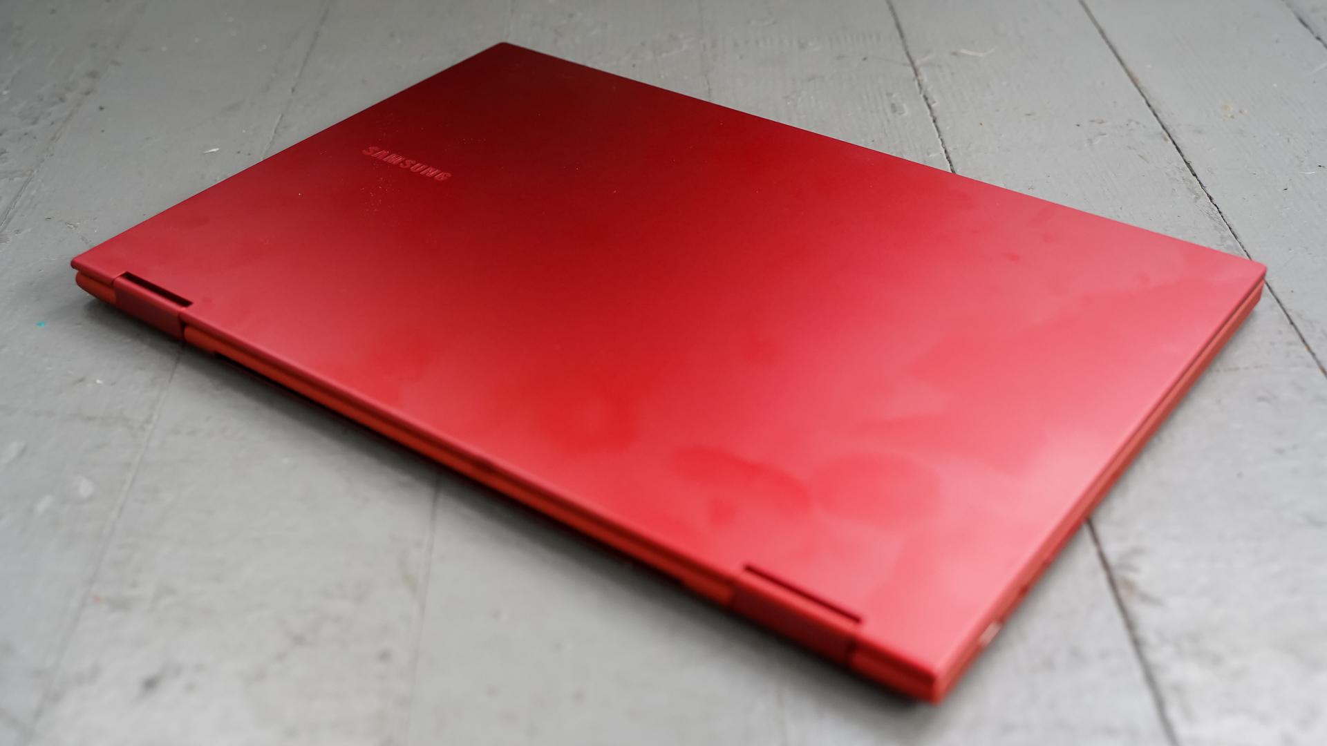 Samsung Galaxy Chromebook 2 lid closed