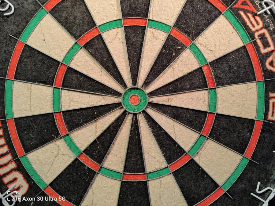 ZTE Axon 30 Ultra photo sample indoor dartboard