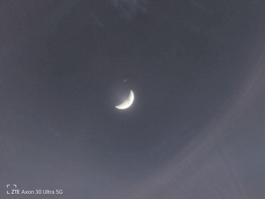 ZTE Axon 30 ltra photo sample moon shot