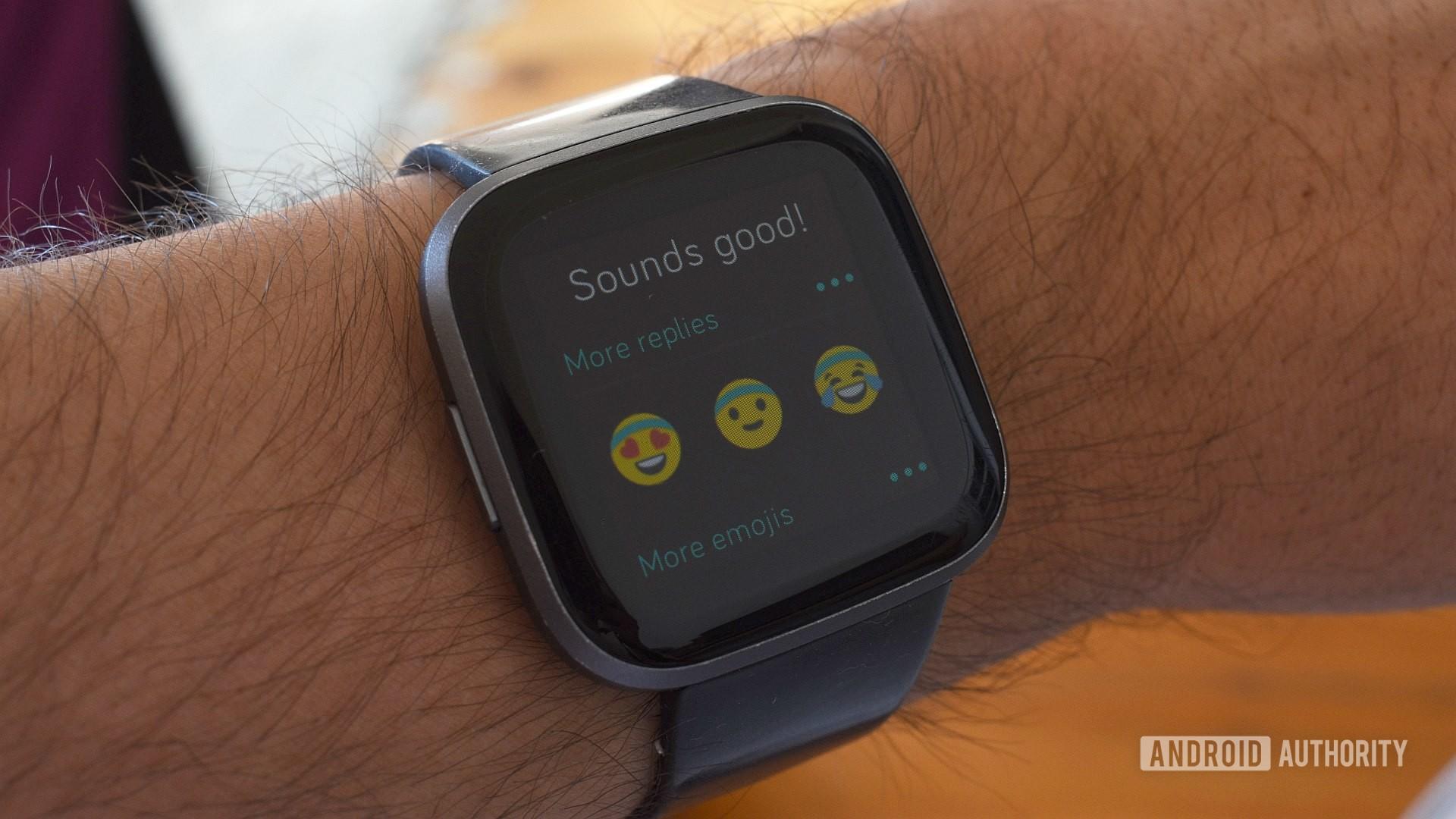 fitbit messaging emoji replies
