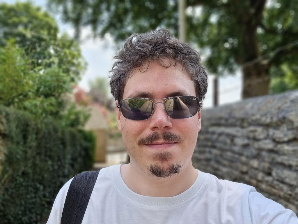 Selfie of bearded light skinned man shot on Samsung Galaxy S21 Ultra