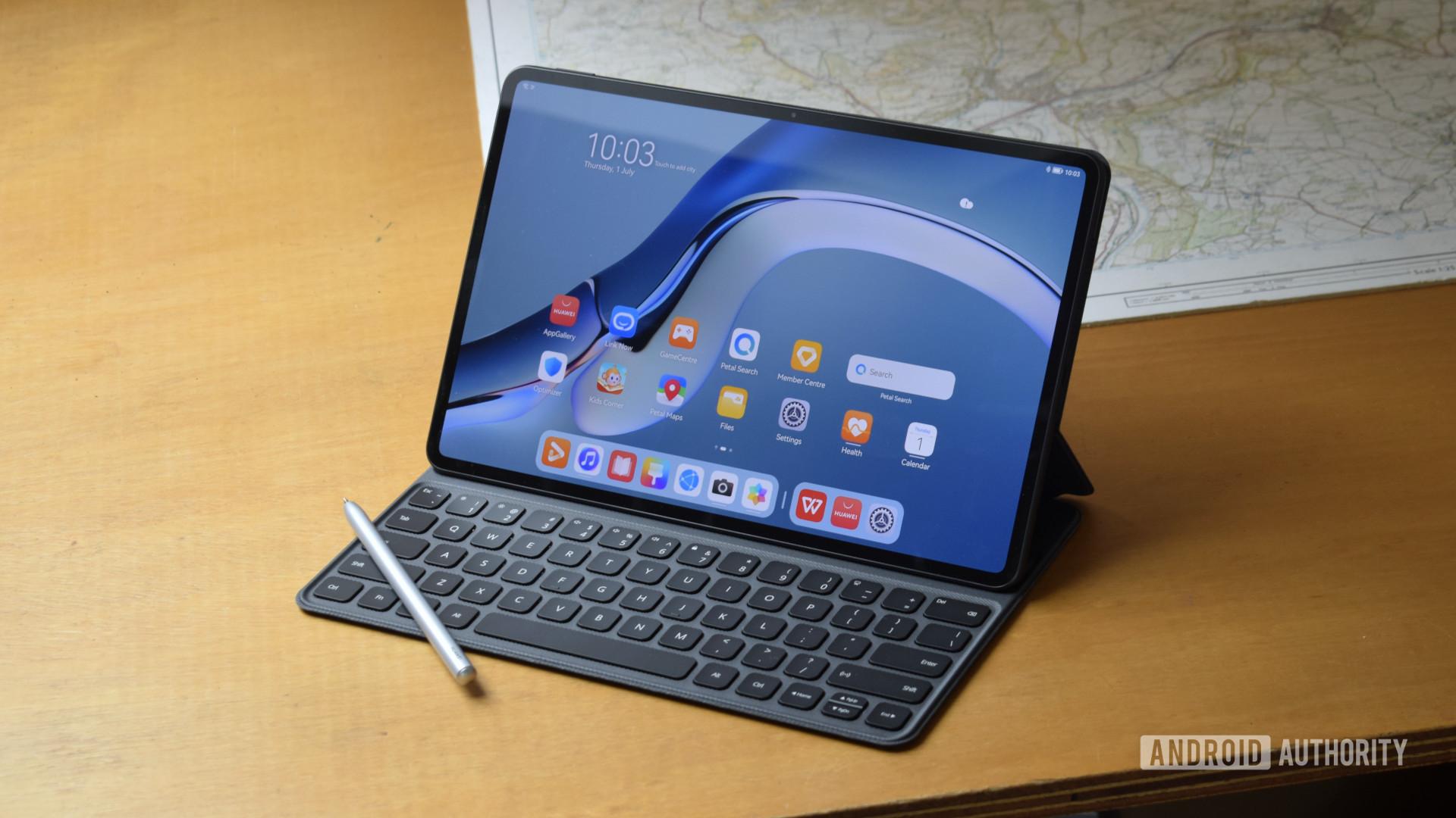 Huawei MatePad Pro 2021 keyboard and pen