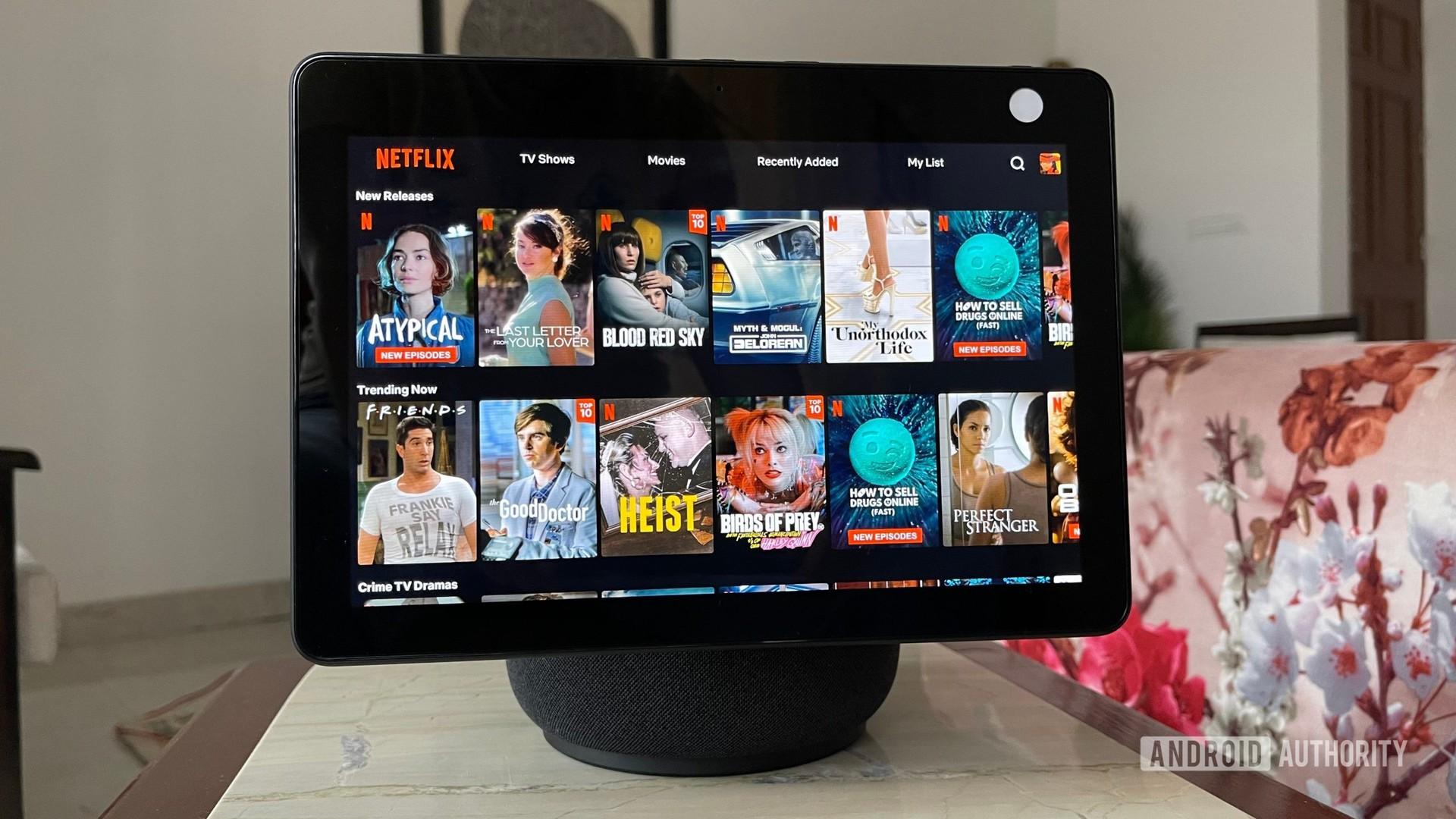 Apakah Netflix layak untuk berlangganan?  Netflix di Amazon Echo Show 10