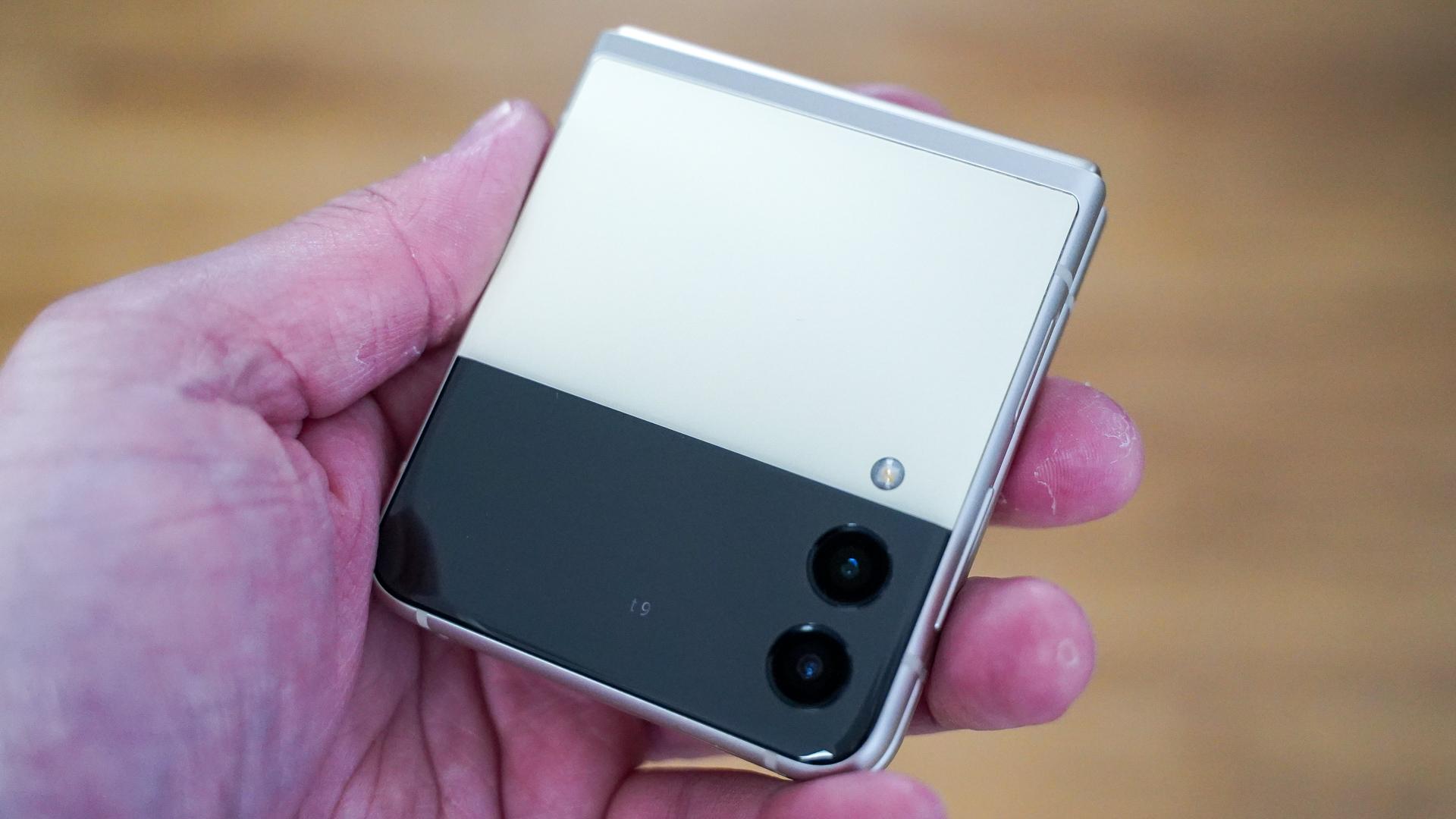 Samsung Galaxy Flip 3 closed front profile