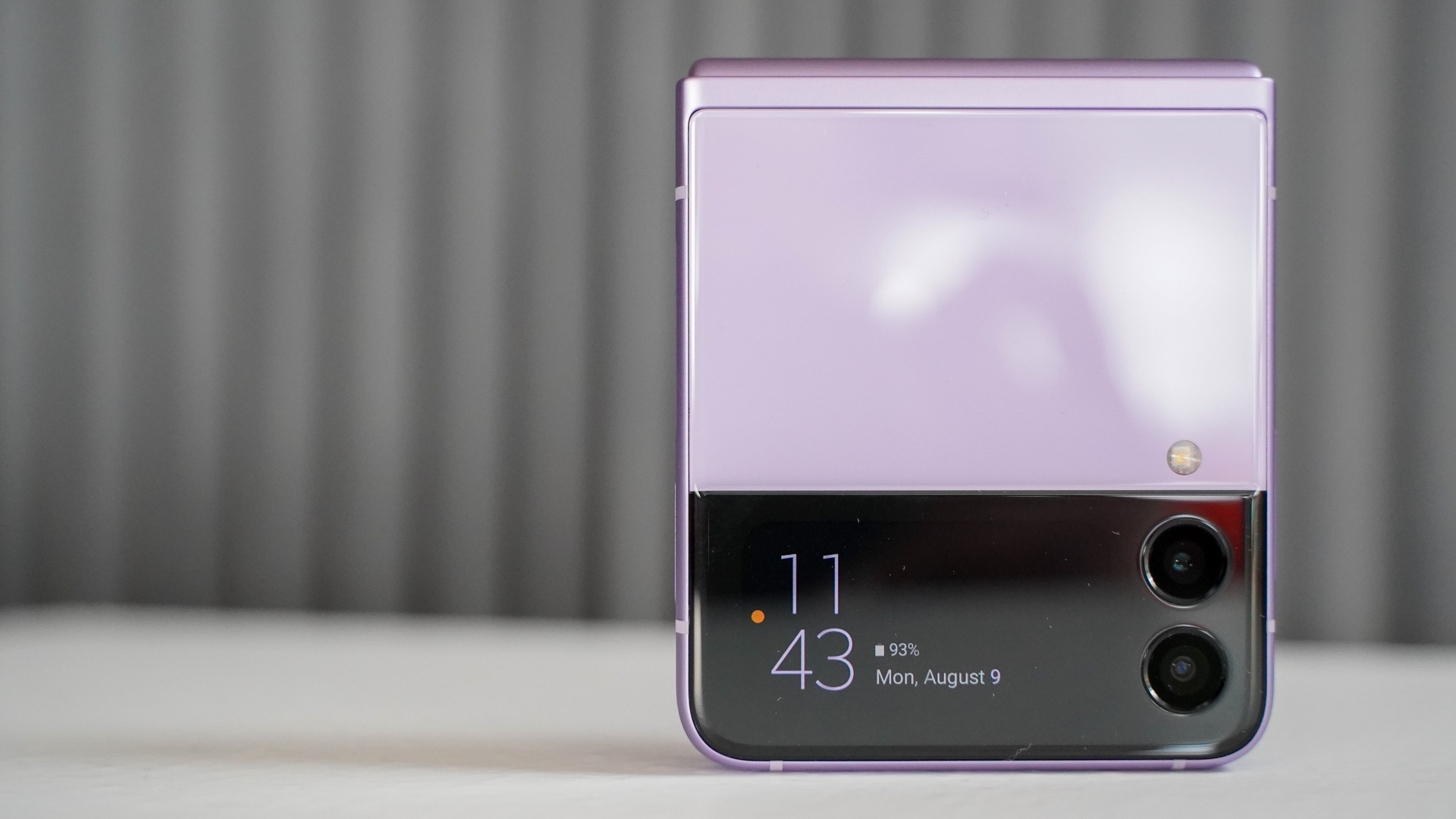 Samsung Galaxy Flip 3 outer display