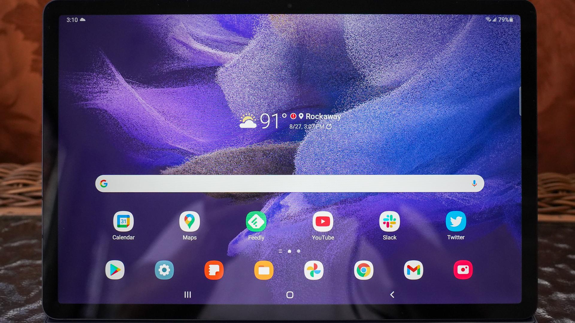 Samsung Galaxy Tab S7 FE display with home screen