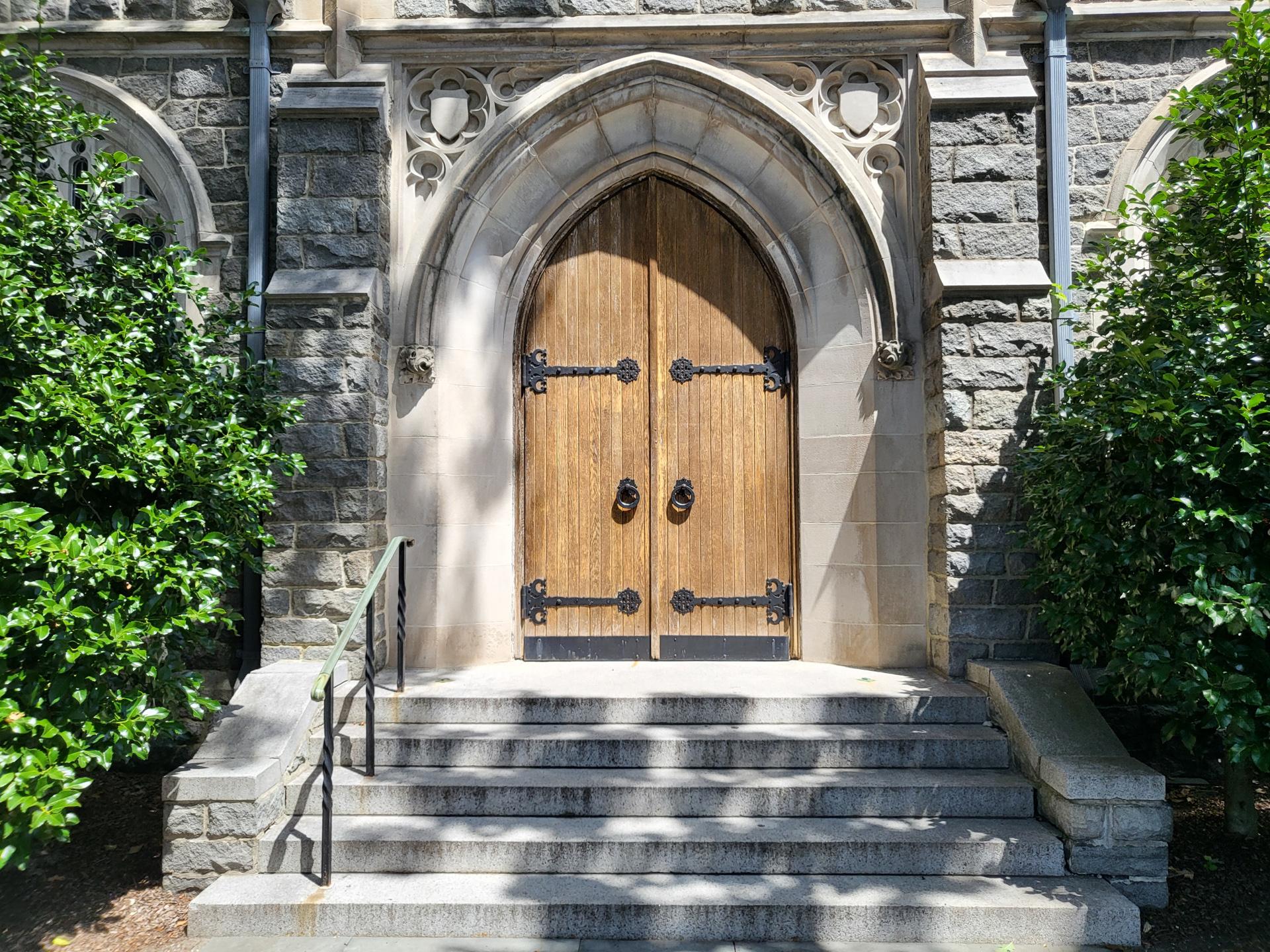 Samsung Galaxy Z Flip 3 photo sample Church doors