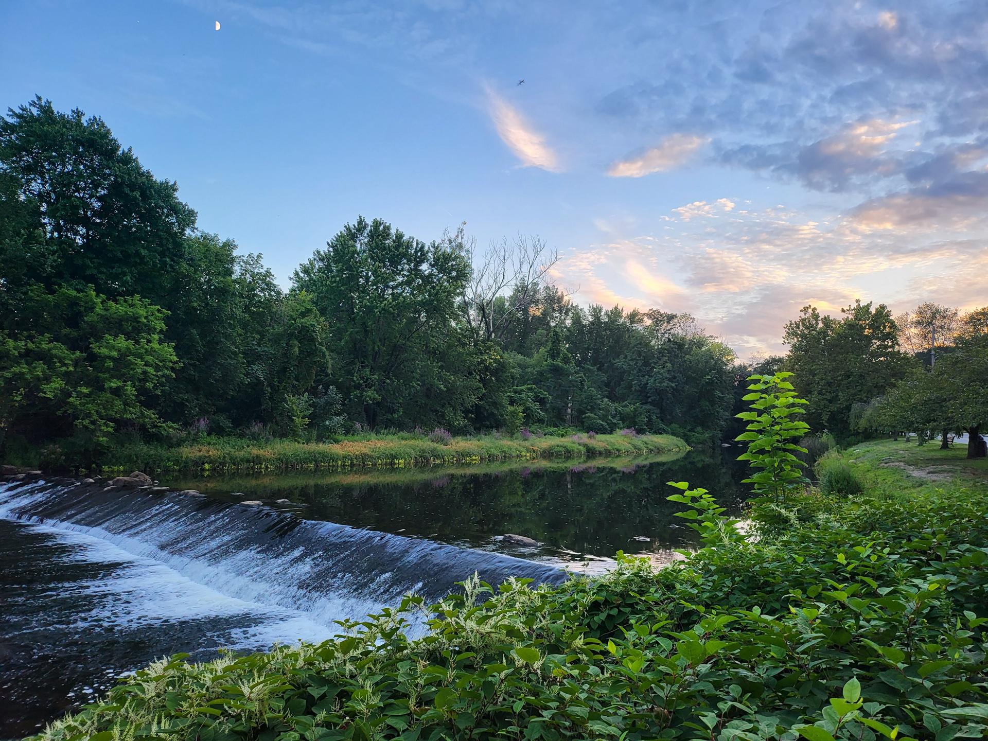 Samsung Galaxy Z Fold 3 photo sample falls with sunset
