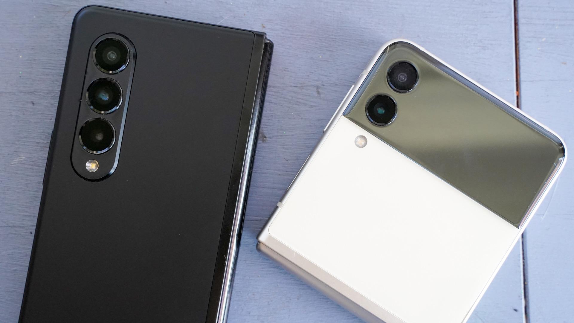 Samsung Galaxy Z Fold vs Z Flip camera closeup 3