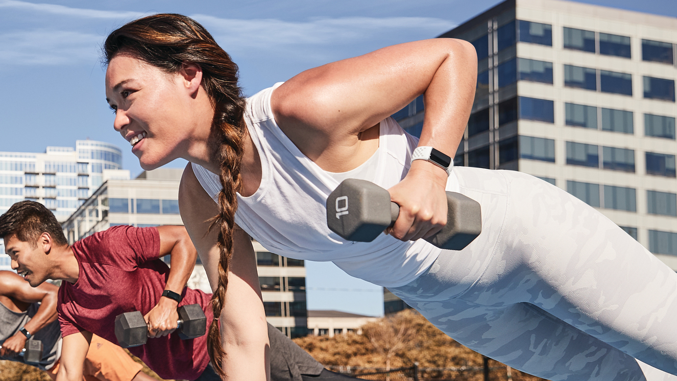 fitbit charge 5 lunar white gold workout
