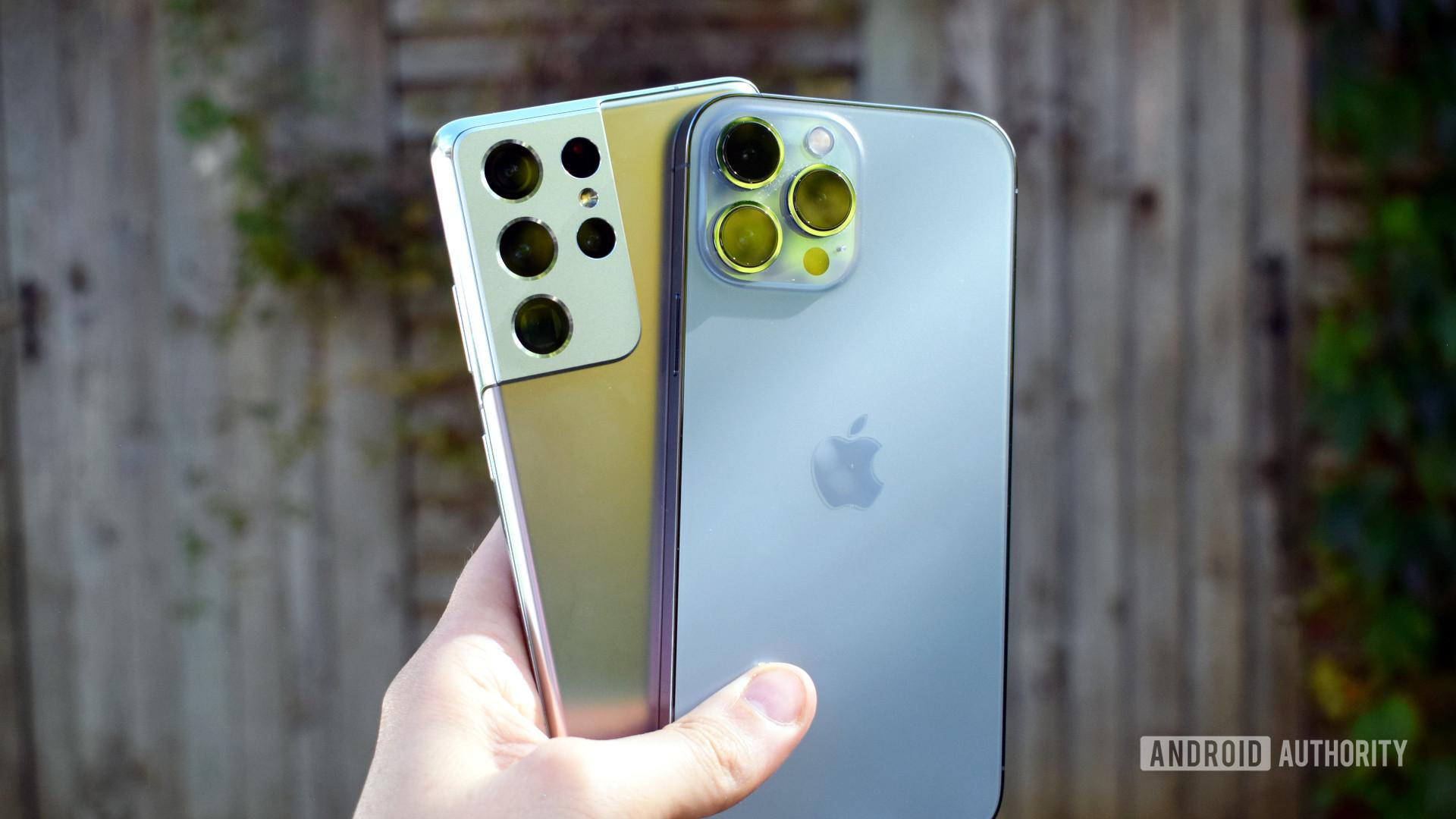 Apple iPhone 13 Pro Max vs Samsung Galaxy S21 Ultra outside