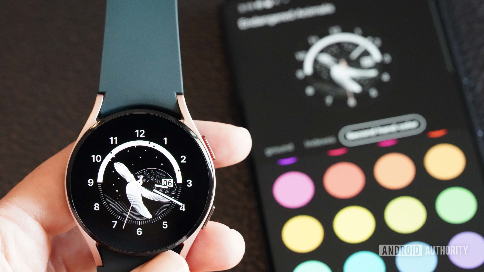 User sets custom colors to the Galaxy Watch 4 endangered animals watch face.
