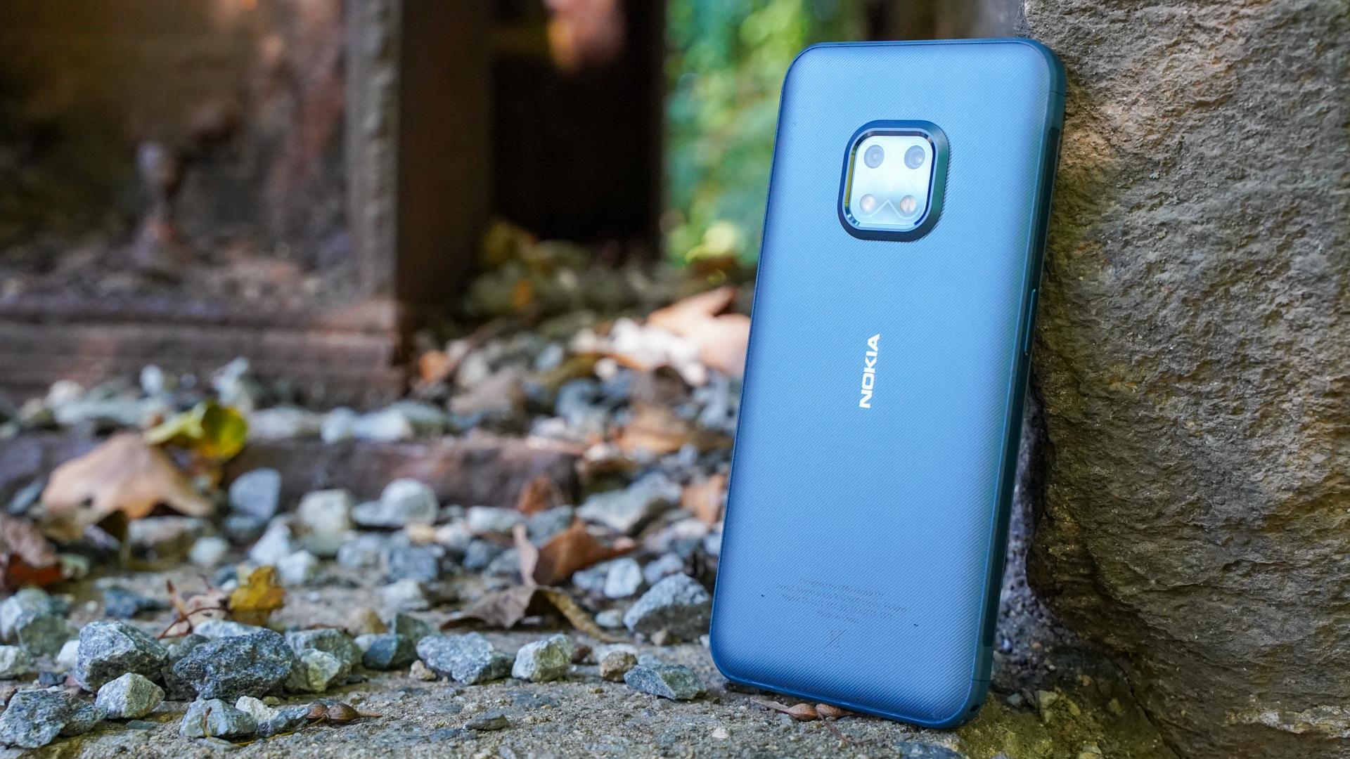 Nokia XR20 right rear profile