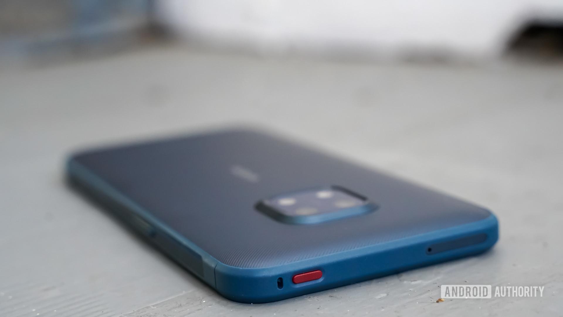 Nokia XR20 top buttons
