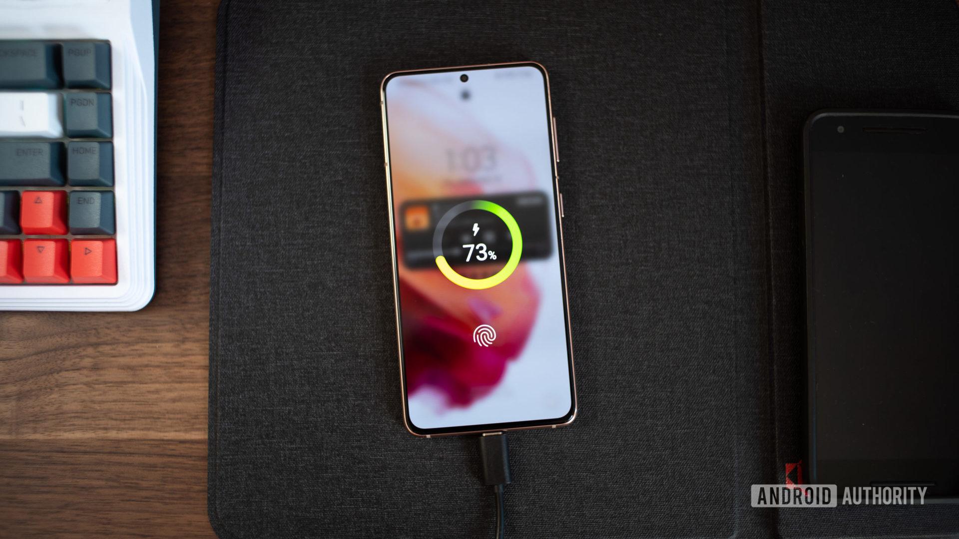 Photo of Samsung One UI 4 beta charging animations on Samsung Galaxy S21