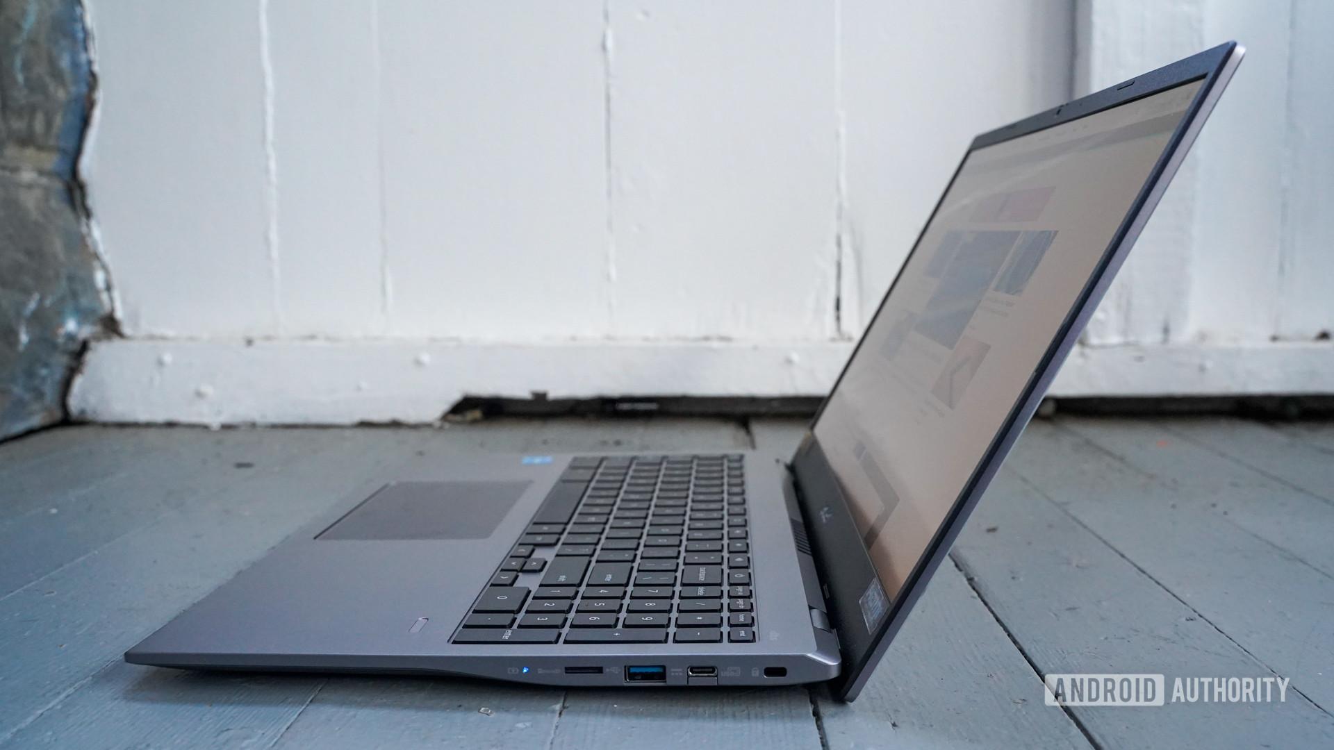 Acer Chromebook 515 right edge