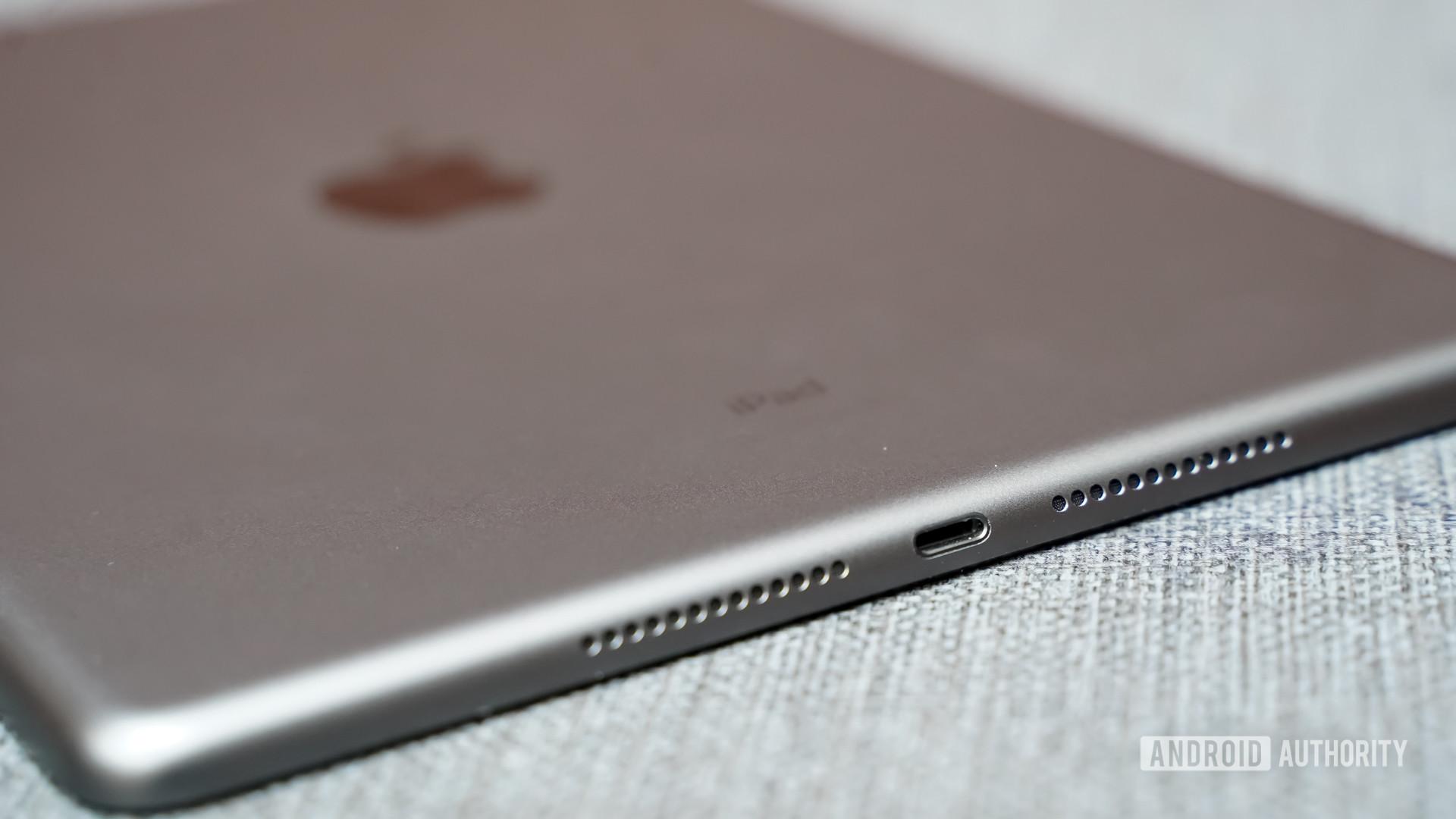 Apple iPad 2021 Lightning Port