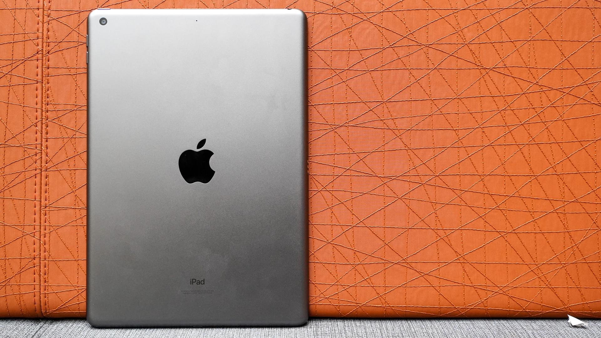 Apple iPad 2021 rear panel off center