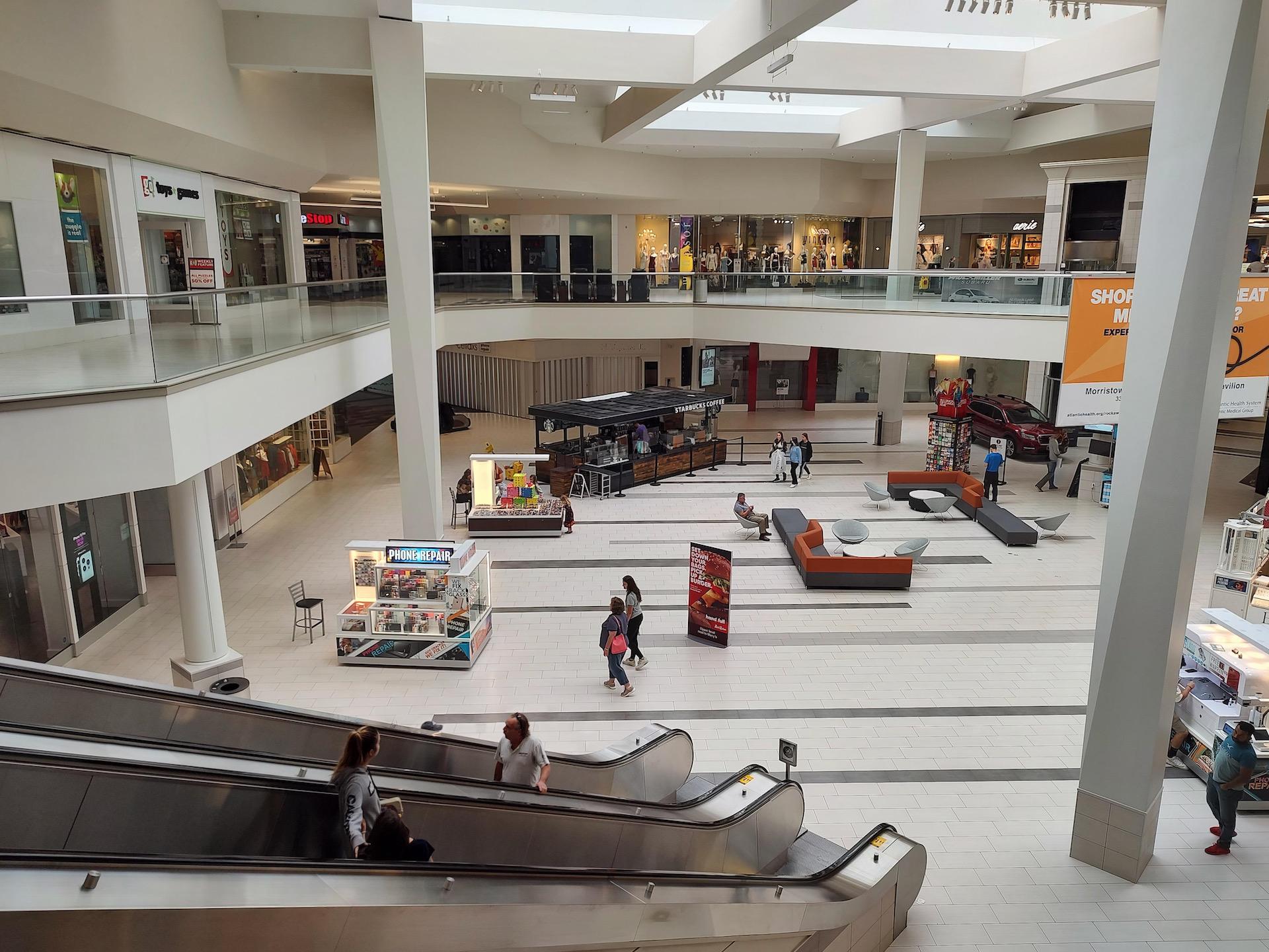 Motorola Edge 2021 photo sample mall 1x