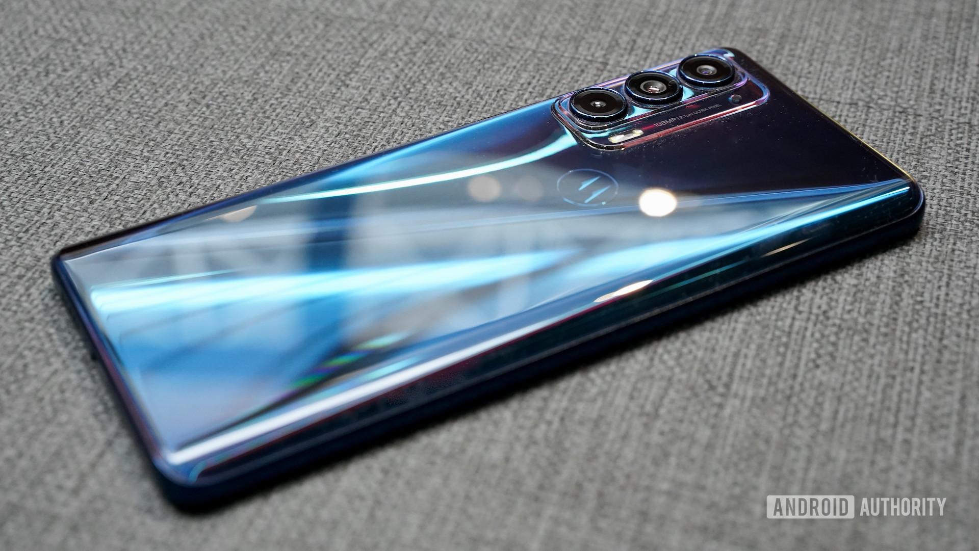 Motorola Edge 2021 right rear profile